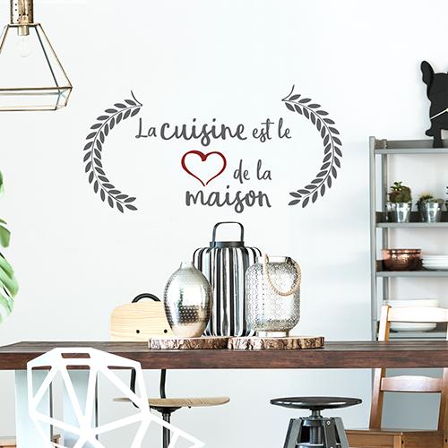 Stickers muraux La cuisine est le coeur de la maison au dessus d'une table à manger