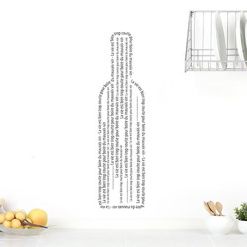 Sticker autocollant citation bouteille sur un mur blanc