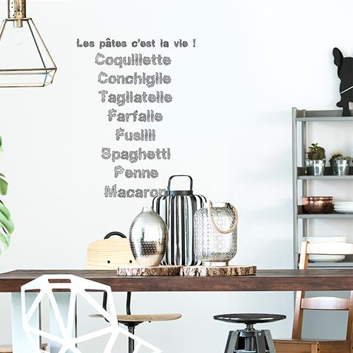 Sticker mural Les pates au dessus d'une table à manger