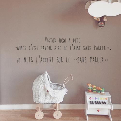 Sticker mural Citation Victor Hugo dans une chambre de bébé