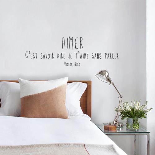 Sticker mural Aimer au dessus d'un lit d'adulte