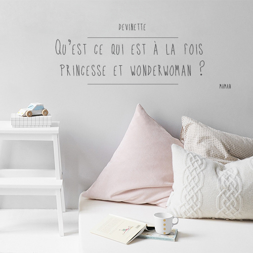 Citation devinette princesse collée au mur d'une chambre d'adulte