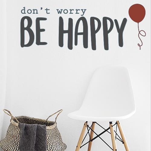Pièce à vivre décorée avec un sticker citation célèbre don't worry be happy