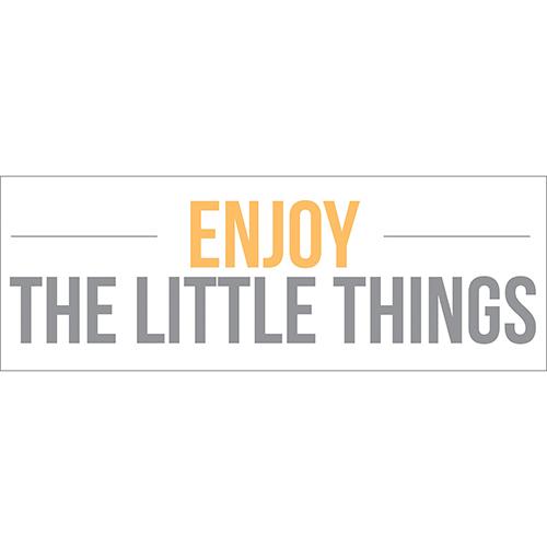 Sticker Enjoy the little Things citation collé au mur d'une pièce à vivre