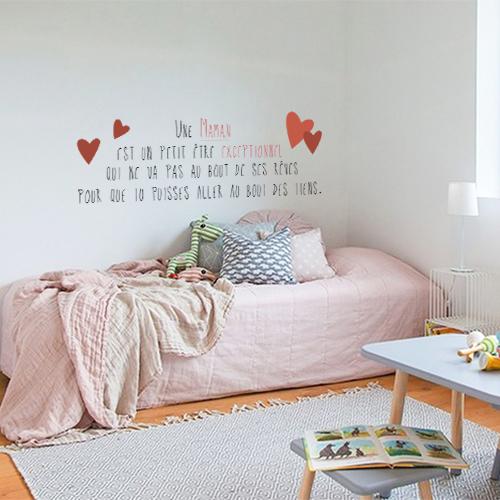 Chambre de jeunes fille décorée avec un sticker mignon citation Maman