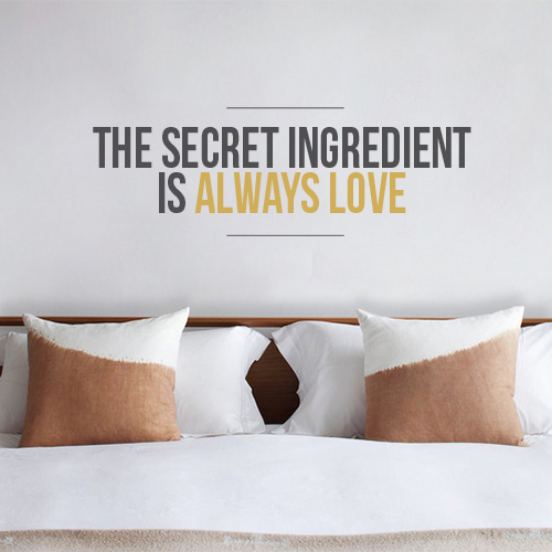 Sticker autocollant citation the secret ingredient is always love