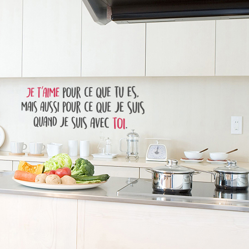 Cuisine décorée avec une citation romantique Je t'aime pour ce que tu es