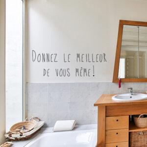 Sticker citation Donnez le meilleur de vous-mêmes collé au mur d'un bureau