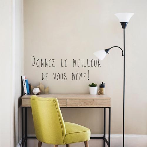Salon cozy déco avec un sticker mural Donnez le meilleur de vous-mêmes