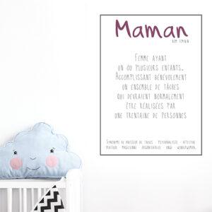 Sticker citation Maman collé au desus d'un lit pour bébé dans une chambre