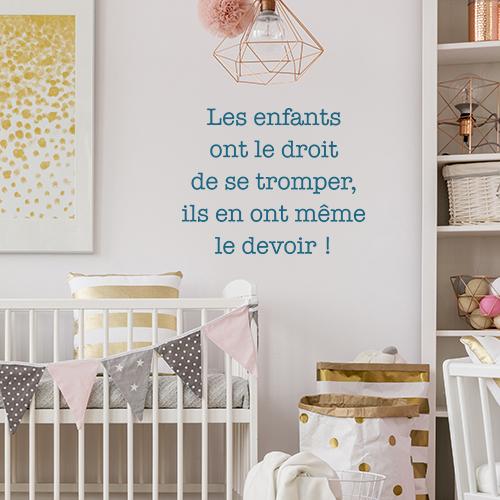 Sticker mural citation Les enfant ont le devoir de se trompé collé dans une chambre de jeune enfant