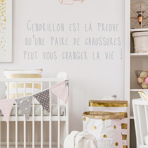 Sticker citation Cendrillon dans une chambre de bébé