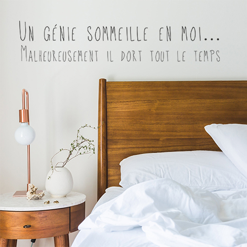 Sticker autocollant Un génie sommeille en moi au dessus d'une tête de lit avec une plante