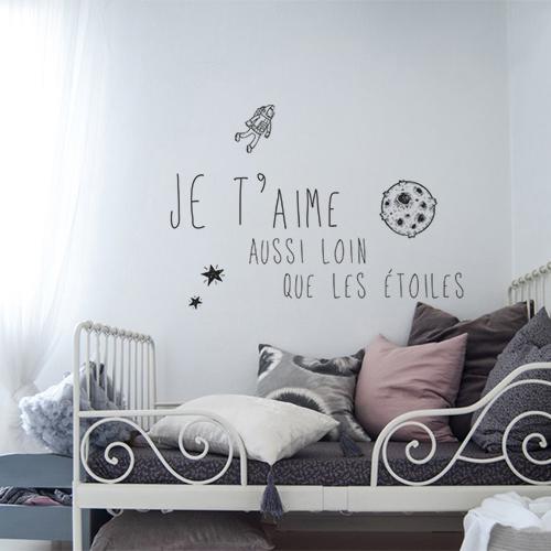 """Sticker """"je t'aime aussi loin que les étoiles"""" cosmonaute au mur d'une chambre"""