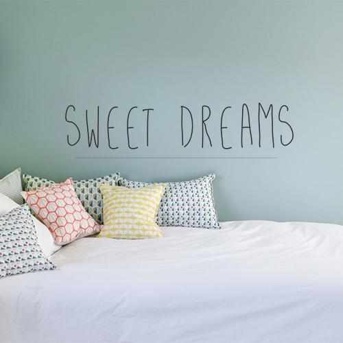 Sticker adhésif déco Sweet Dreams dans une chambre d'adulte