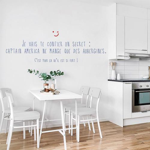 Cuisine moderne et éclairée avec un sticker mural citation Je vais te confier un secret Hulk