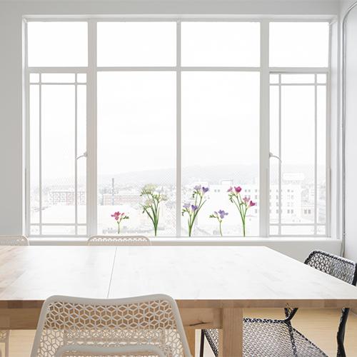 Déco électrostatique pour fenêtres et vitres, fleurs de fresia rose violet blanc baie vitrée d'une salle à manger tendance