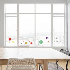 Stickers électrostatiques pour vitres et surfaces vitrées ronds carrés multicolore sur baie vitrée