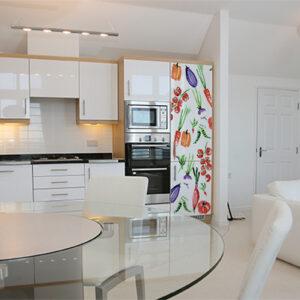 """Réfrigérateur dans cuisine moderne avec sticker """"Légumes aquarelle"""""""