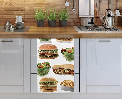 Réfrigérateur de petite taille avec autocollant