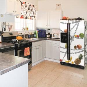 """Autocollant """"Régime"""" sur réfrigérateur américain dans cuisine moderne"""