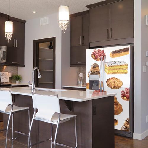 Sticker frigo américain patisseries dans une cuisine spacieuse et luxueuse