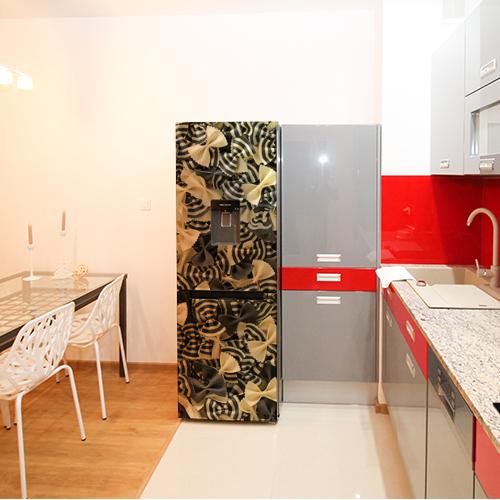 Sticker pâtes pour frigo simple dans une grande cuisine en marbre habillée de rouge et de gris