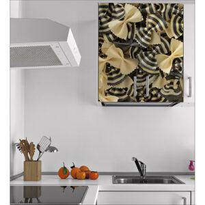 Sticker adhésif Pates posé sur un placard de cuisine à côté d'une hôte