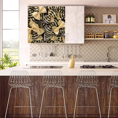 Sticker adhésif Pates posé sur un placard de cuisine ouverte