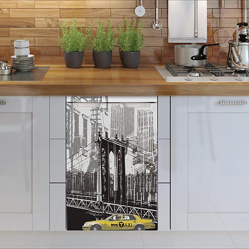 Sticker New York posé sur un petit frigo en dessous d'un plan de travail