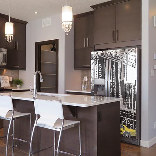 Sticker New York pour frigo américain dans une cuisine moderne