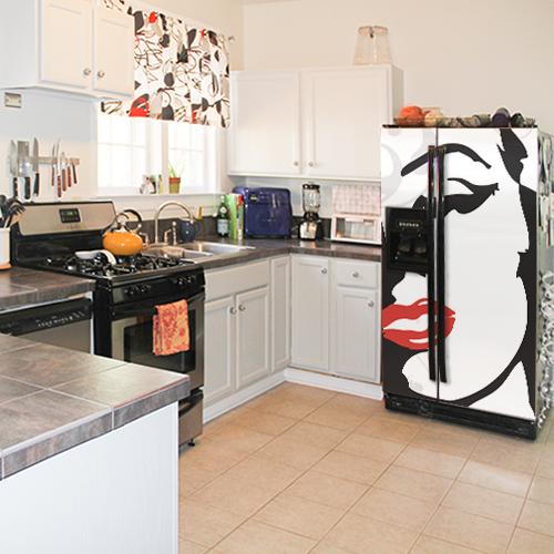 Sticker autocollant Marilyn rouge et noir dans une cuisine ancienne