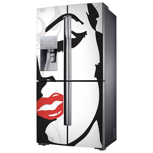 Sticker adhésif Marilyn posé sur un frigo américain en inox classique simple à poser