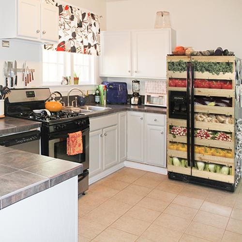 Adhésif caisses de légumes pour décoration de grand frigo dans une cuisine colorée classique