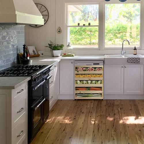 Sticker autocollant caisses de légumes pour décoration lave vaisselle dans une cuisine blanche