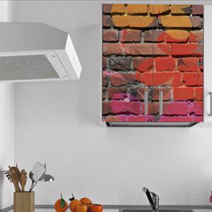 Sticker adhésif déco mur de briques multicouleurs pour meuble de cuisine blanche haut