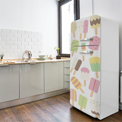 Sticker décoratif sorbets collé sur la porte d'un frigo grande taille