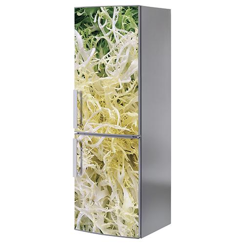 Grand frigo classique orné d'un sticker salade frisée