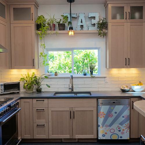Lave vaisselle décoré avec un sticker déco autocollant modèle FLASHY