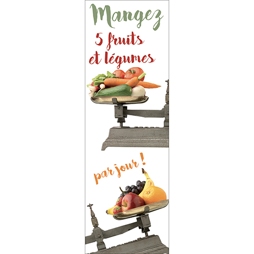 Sticker décoratif citation fruits et légumes collé sur un grand frigo blanc