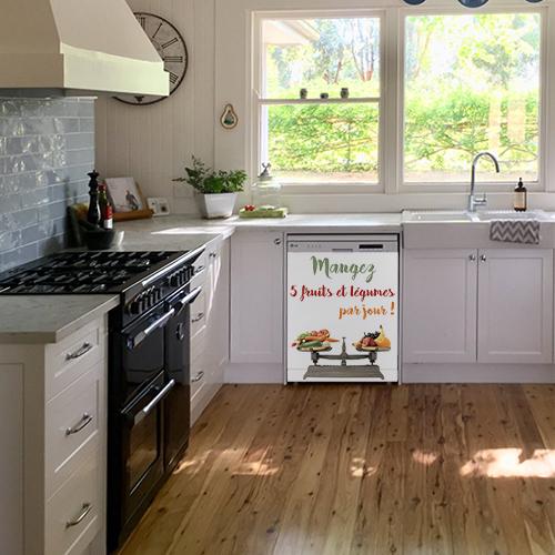 Lave vaisselle blanc orné d'un sticker citation fruits et légumes