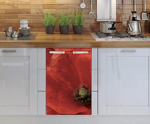 Lave vaisselle orné d'un sticker coquelicot rouge pour petit frigo adapté