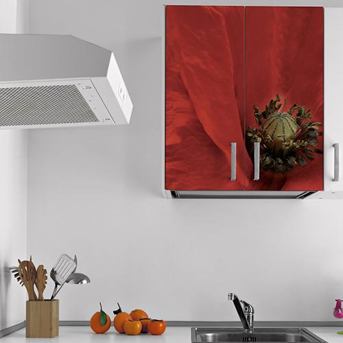Coquelicot Rouge autocollant collé sur un placard de cuisine