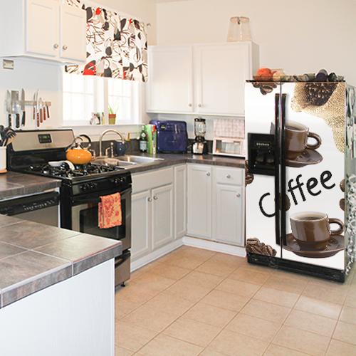 Frigo américain de luxe orné d'un sticker autocollant représentant des grains de café