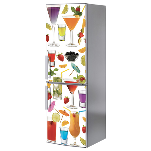 Décoration cocktail stickée sur un grand frigo classique