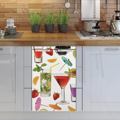 Autocollant cocktails pour petit frigo collé sur un lave vaisselle