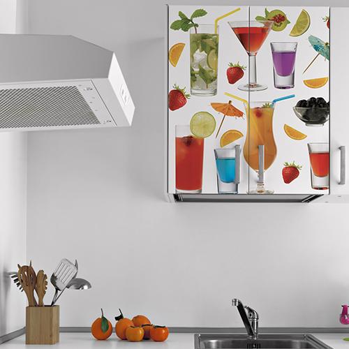 Petit placard mural orné d'un sticker cocktail