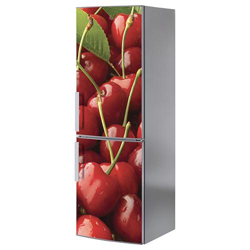 Grand frigo classique orné d'un adhésif décoratif modèle cerises rouges