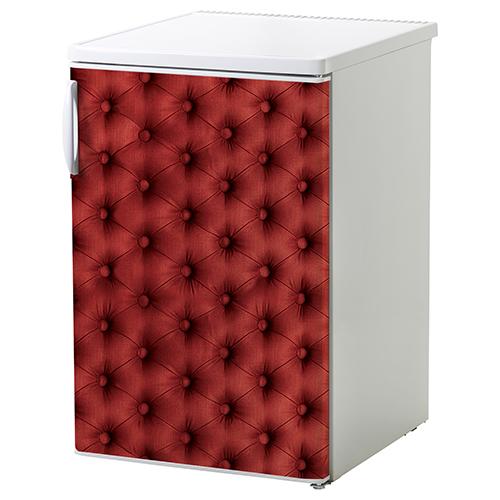 Sticker autocollant capiton rougecollé sur un petit frigo