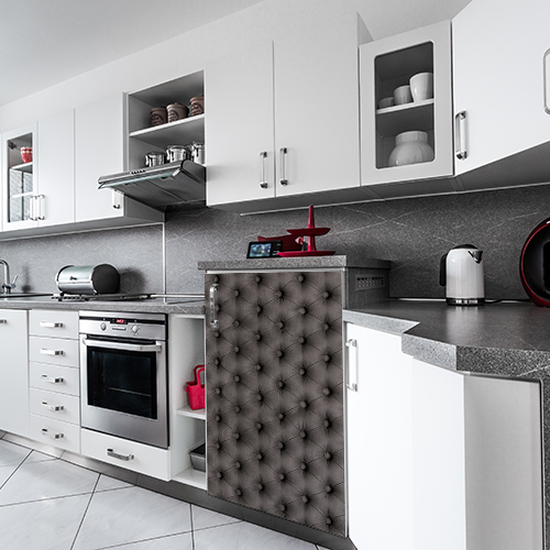 Cuisine moderne possédant un frigo décoré par un sticker autocollant modèle Capiton Gris